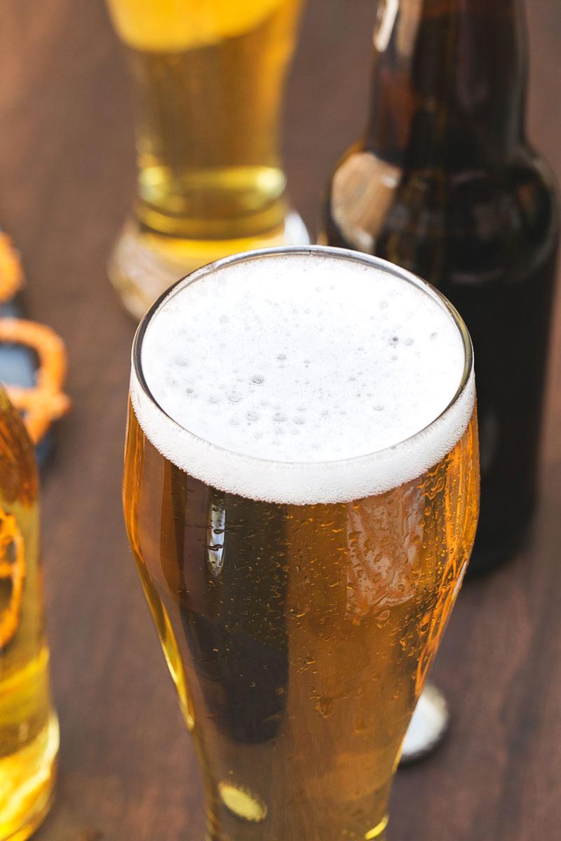 chăm sóc tóc khô bằng bia