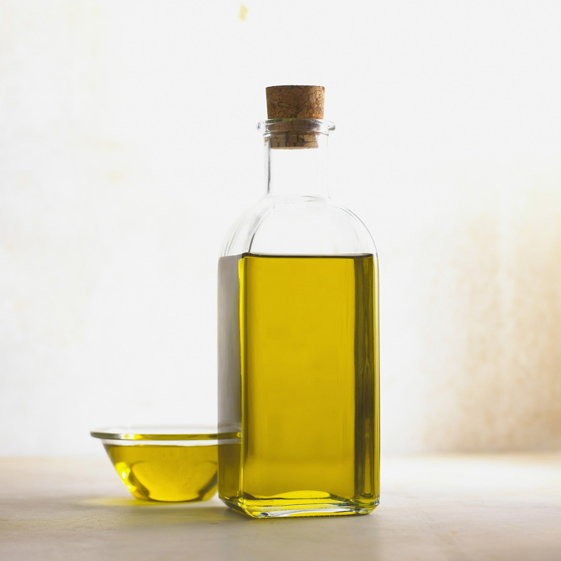 chăm sóc tóc khô xơ bằng dầu oliu