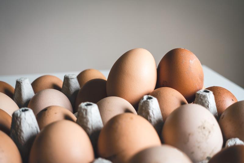 dưỡng tóc bằng trứng gà và dầu oliu